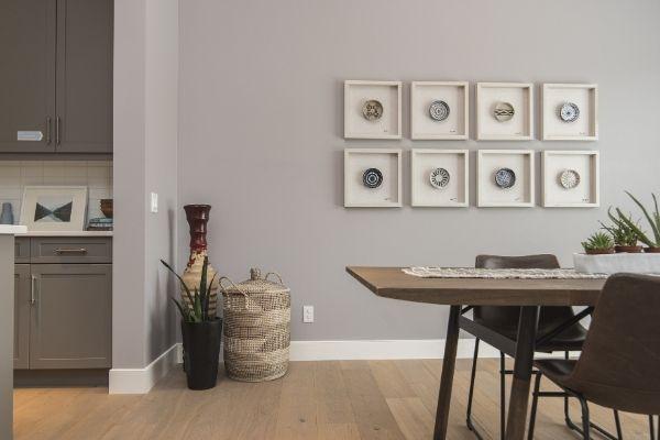 Decoração: Como pendurar quadros e molduras na parede sem fazer furos?